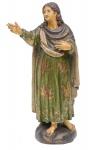 SÃO JOÃO EVANGELISTA. Imagem em madeira policromada. Alt.: 41cm. Portugal - séc. XIX. (Falta 1 dedo na mão direita). Reproduzido com foto no catálogo.