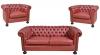 Elegante sofá para 2 lugares e par de poltronas forrados em couro vinho capitonê tacheado, estilo inglês. Pés de bolacha. Reproduzido com foto no catálogo
