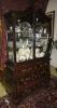 """""""Cabinet on chest"""" inglês do período vitoriano, séc. XIX, em madeira laqueada e esmaltada com flores salpicadas. Corpo inferior abaúlado com 3 gavetões emoldurados. Alçado com 2 portas e laterais envidraçadas. Interior com 2 prateleiras de vidro. Frontão em meia-lua arrematado com florão entalhado. Alt.: 2,00m. Comp.: 1,10m. Prof.: 50cm."""