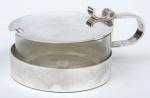 """CHRISTOFLE - FRANCE. Porta queijo ralado espessurado a prata da marca """"Christofle"""". Borda e tampa lisas. Acompanha recipiente interno em vidro moldado. Diâm.: 10,5cm."""