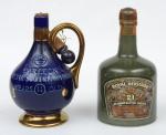 """Dois raros Whiskies de coleção escoceses das marcas """"Royal Heritage"""" (21 anos) e """"Carlton"""" (14 anos). Embalagens em cerâmica nas cores verde e azul."""