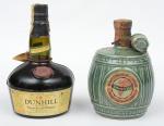 """Dois raros Whiskies de coleção escoceses das marcas """"Queen's Castle"""" (embalagem de cerâmica no feitio de barril com esmaltagem verde), e """"Dunhill Old Master""""."""