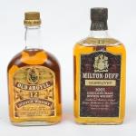 """Dois Whiskies de coleção escoceses das marcas """"Old Argyll"""" e """"Milton Duff"""" (12 anos)."""