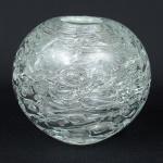 """F. VIGNER. Vaso redondo em vidro moldado da """"Bohêmia"""", decorado com fitomorfos e bolhas. Alt.: 17cm. Assinado e com selo de fabricante. (Em função da fragilidade, este lote só poderá ser enviado para fora do estado através de transportadora especializada)."""