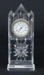 """Relógio japonês da marca """"Waterford"""". Estrutura em grosso cristal lavrado no feitio de torre de catedral. Alt.: 13cm. (Em função da fragilidade, este lote só poderá ser enviado para fora do estado através de transportadora especializada)."""